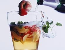 Cocktail pêches-champagne