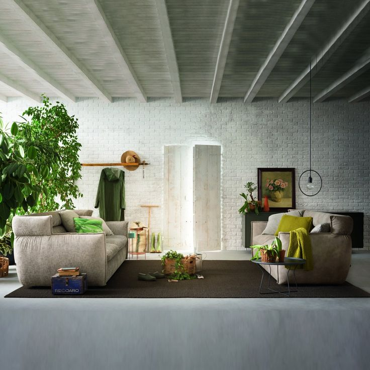This plush sofa will wrap you in its warm embrace and provide a relaxing sit. http://www.yliving.com/alf-da-fre-oregon-sofa.html
