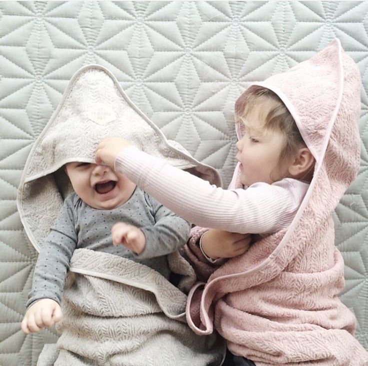 Lækre håndklæder med hætte fra danske Filibabba  De er lavet i organisk bomuld. #håndklæder #børn #organisk #bomuld #design