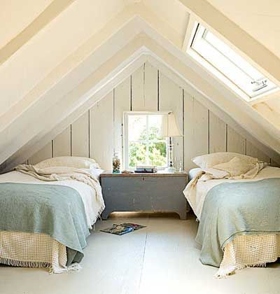 cottage bedroom: Beaches House, Attic Bedrooms, Guest Bedrooms, Bedrooms Design, Attic Spaces, Twin Beds, Attic Rooms, Guest Rooms, Beaches Cottages
