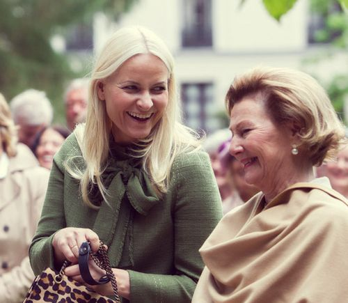 misshonoriaglossop:  Crown Princess Mette-Marit with her mother-in-law Queen Sonja