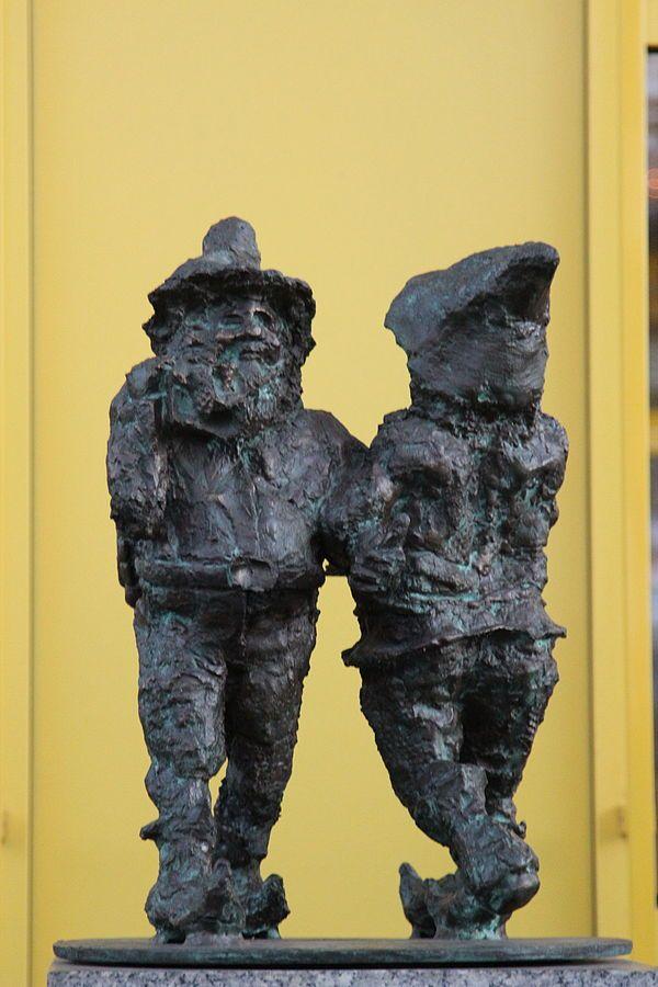 Wrati i Slawi, hala Selgros, Krakowska 71-105; autor; Tomasz Moczek