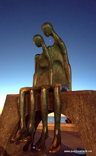 La Nostalgia, sculpture on the Malecon http://www.puertovallarta.net/what_to_do/