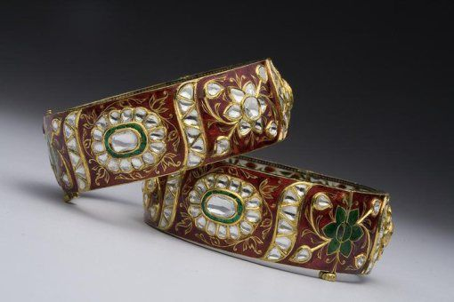 Intricately crafted kundan enamel bangles by Kalajee Jewellery #Jaipur
