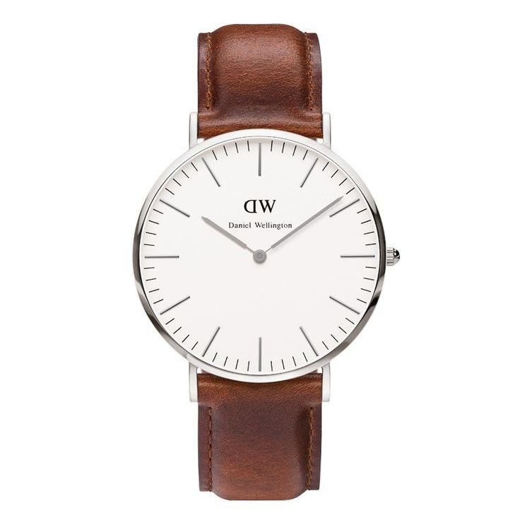 DANIEL WELLINGTON horloge, Classic St. Mawes DW00100021. Stijlvol, simpel vormgegeven herenhorloge met een klassiek lederen bruine band voorzien van een gespsluiting. De zilverkleurige stalen kast heeft een eierschelpwitte wijzerplaat met analoge tijdaanduiding. De kast is ultradun (6 mm) en heeft een doorsnede van 40 mm. Door het te verwisselen bandje heb je een uniek en exclusief horloge. https://www.timefortrends.nl/horloges/daniel-wellington/heren.html