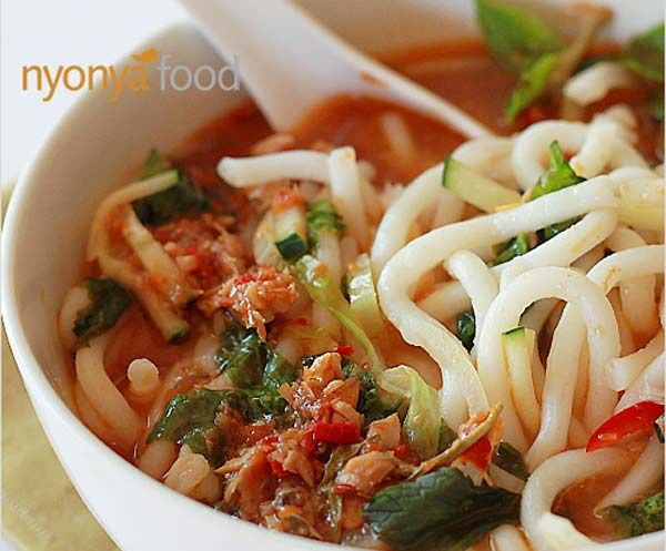 Malaysian Assam Laksa - Wonderful interview with Malaysian cooking star Bee Yinn from the Rasa Malaysia website, and author of the bestselling Easy Chinese Recipes cookbook: http://www.directasia.com/blog/travel/interview-bee-yinn-rasa-malaysia/