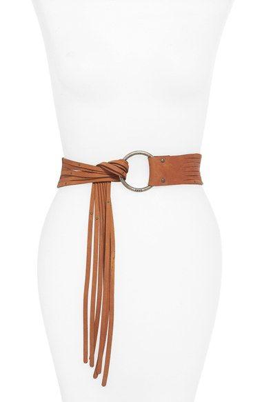 Hermoso cinturón de cuero con detalle en punta de tiras