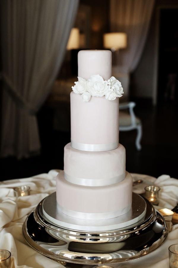 Ich liebe die Farbe und die verschiedenen Höhenstufen auf dieser Hochzeitstorte   – Cake