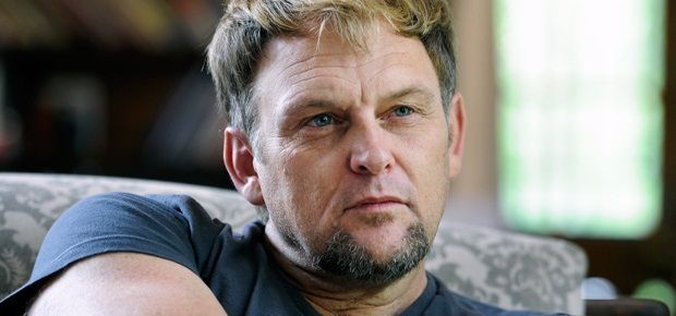 Controversial Afrikaans singer Steve Hofmeyr has been robbed in his holiday…