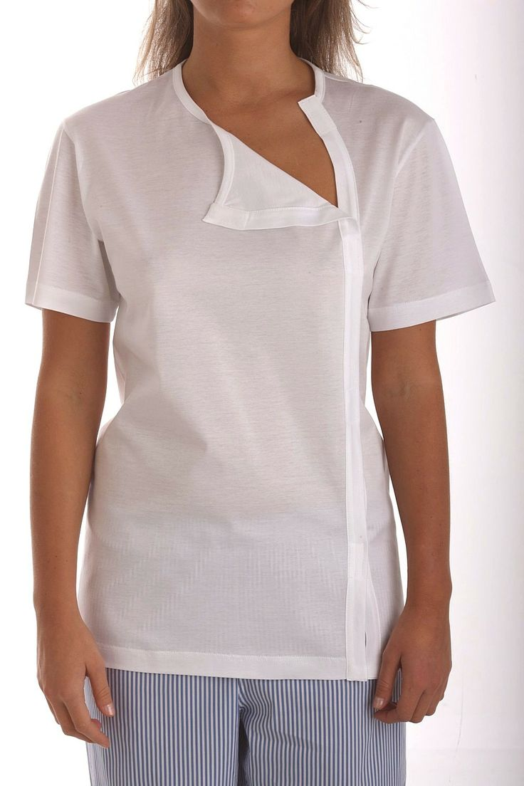 T-shirt in cotton jersey opened with velcro on the heart side.It is a model ideal for patients who have had thorax operations(the distances between the velcro parts allow the use of possible drainage cannulas with the closed article), for bedridden patients for whom it is necessary to have an article to be worn easily without lifting the body and for people with upper limb devices for whom it is necessary to make the dressing of the T-shirt easy. https://www.facebook.com/?ref=tn_tnmn