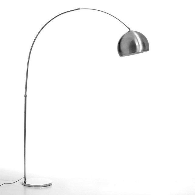 Spectaculaire boogvormige staande lamp, voor een subliem salon. Te richten boven een tafel of over een canapé. Eigenschappen :- Voet en structuur in staal met gechromeerde afwerking. - Lampenkap in gepolijst aluminium. - Gechromeerde fitting E27 (lamp niet bijgeleverd, 60 W maxi). Afmetingen :- Lampenkap Ø 40 cm.- Hoogte verstelbaar tot 235 cm.- Max. 170 cm (brede van de voet tot aan de uiteinde van de lampenkap).