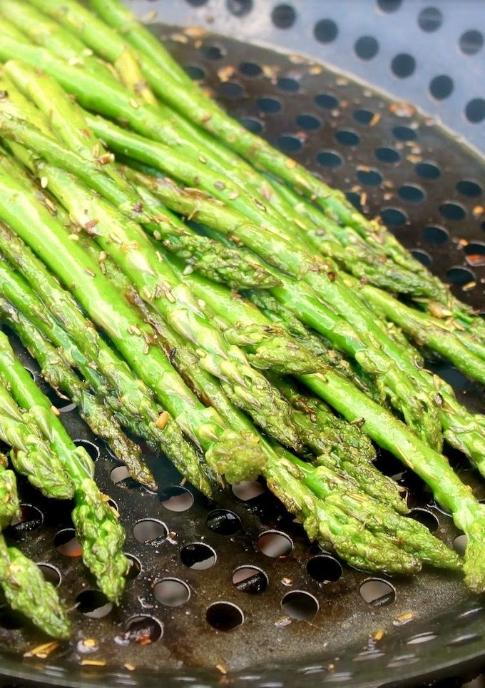 There is no better way to have asparagus than to grill them. This grilled asparagus with truffle oil recipe is not excep…