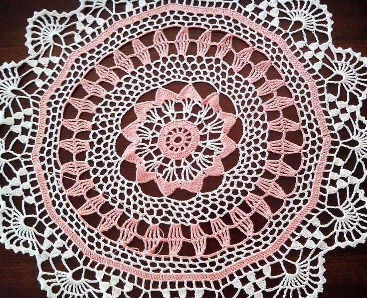 Grande centrotavola A UNCINETTO, pizzo, arredamento casa, 52 cm, centro colorato, centro A UNCINETTO Bianco e rosa arancio, CENTRINO grande di Handmadesfiopi su Etsy