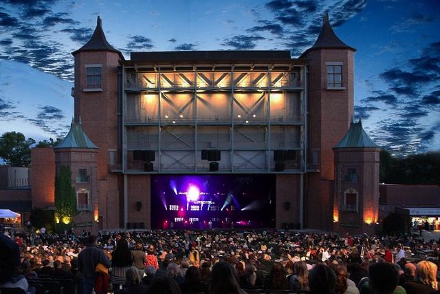 Beautiful Starlight Theater Kansas City Broadway Under the Stars
