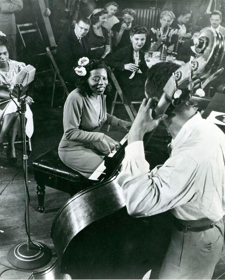 Café Society: Algo Más Que Un Club de Jazz | Los latidos del Jazz Strange Fruit, Billie Holiday, Greenwich Village, Cabaret, Café Society, Jazz Club, Che Guevara, Movies, Black