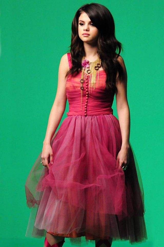 Selena gomez pink dress wizards