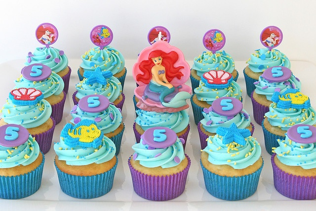 cupcakes - make with red velvet cake and turquoise icing