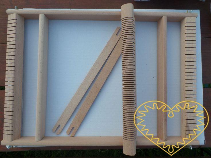 Větší dřevěný tkalcovský stav velikosti 47 x 34 x 3 cm. Vhodný k ručnímu tkaní…