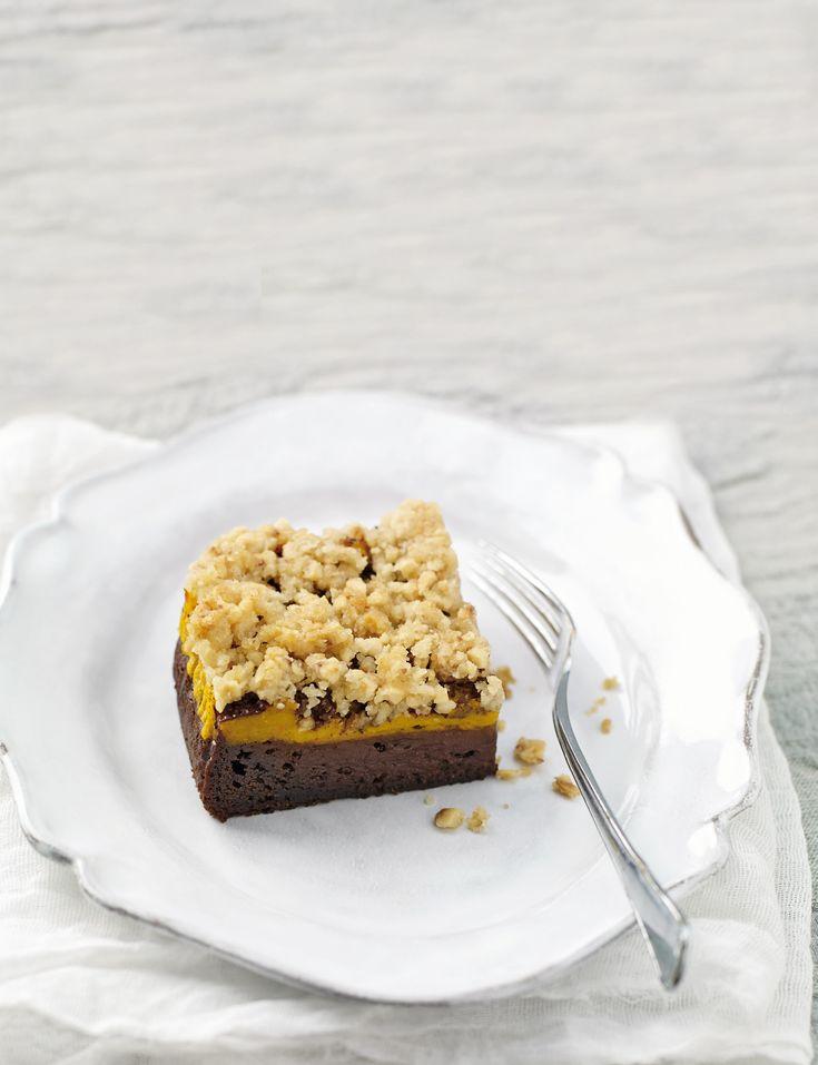 I brownies alla zucca e cacao sono dolcetti vegani ideali per la merenda o per la colazione. Scopri la ricetta di Sale&Pepe.