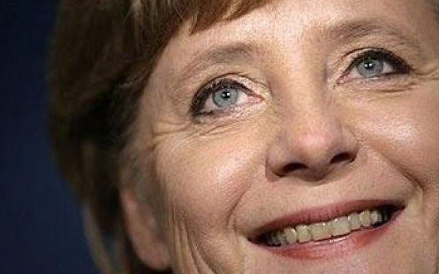 """Angela Merkel dalla Germania: """"Nessun limite per le richieste dell'asilo"""" Berlino - La scelta della Germania trova fondamento e riscontro nelle parole di Angela Merkel, la quale ha affermato: """"Il diritto all'asilo politico non ha un limite per quanto riguarda il numero di  #germania #angelamerkel #asilo"""