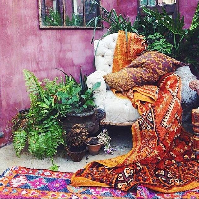 Hellooooooo #Beautiful 💘🙌🏼🌵 This mix of #morrocan & #boho style is what #dreams are made of! 💭 Absolutely loving the way the lush #plants pop against these #vibrant magenta walls! For more of this RAD #style and #inspo >>>--> #follow @laithandleila 💘🙌🏼🌵 Oh and did I mention they are hosting a #FAB #giveaway right now?!! 💘💘💘 #bohodecor #bohovibes #bohostyle #bohemian #textile #design #interiordesign #i