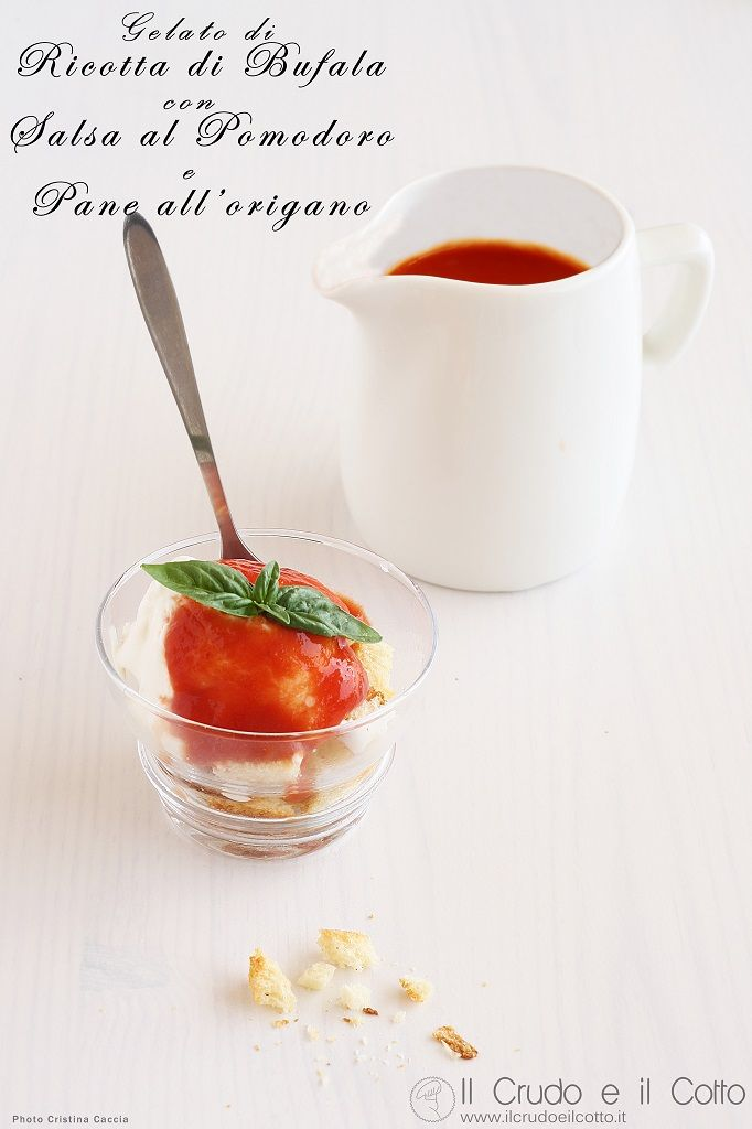 Gelato di Ricotta di Bufala con Salsa al pomodoro e pane all'origano