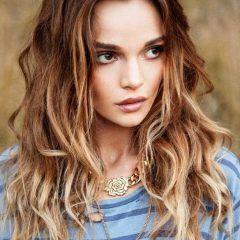 Najlepšie účesy pre dlhé vlasy pre rok 2015: vlnité vlasy s ombre efektom