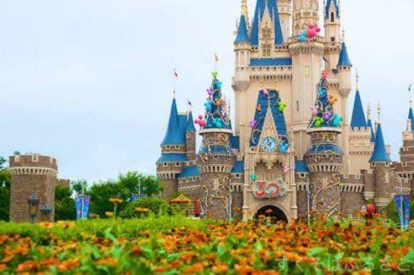東京都内&近郊のおすすめの秋のテーマパーク情報。テーマパーク/遊園地をご紹介。東京ディズニーランド 東京ディズニーシー 東京ジョイポリス 東京ドームシティ 浅草花やしき としまえん サンリオピューロランド など、彼氏/彼女とのデートや友達同士のおでかけにおすすめスポットを厳選。クリスマスにも!