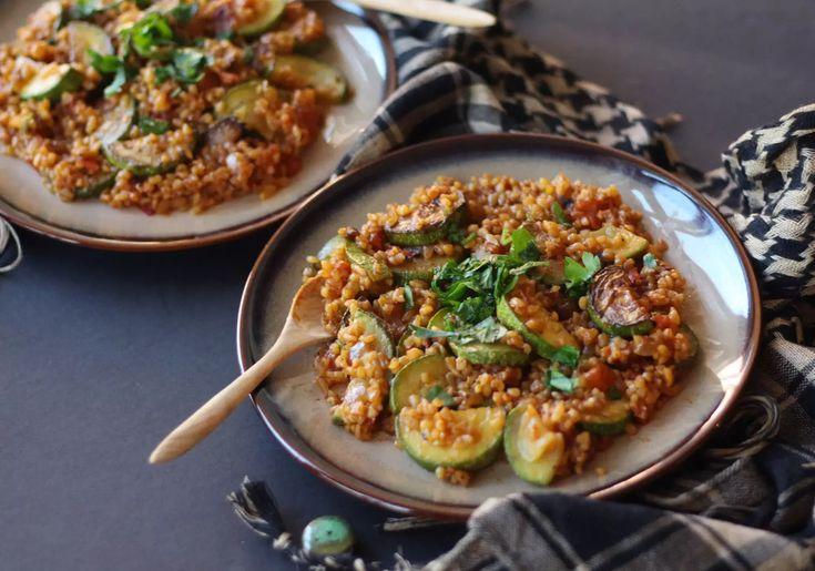 arabic kousa bulgur pilaf zucchini burghul zenanzaatar vegan vegetarian tomato recipe food blog mediterranean middle eastern