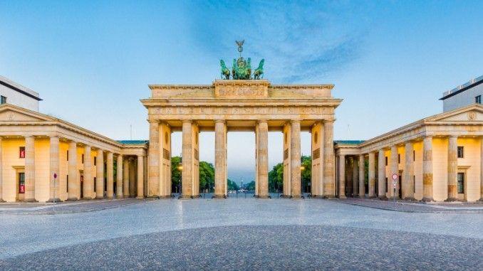Brandenburger Tor Ist Das Wahrzeichen Von Berlin Brandenburger Tor Berlin Das Von Wahrzeichen Berlijn Nos Kinderzimm In 2020 House Styles Mansions Brandenburg Gate