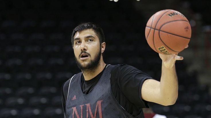 Sim Bhullar, a Massive 7-Foot-5 Center, Becomes First NBA Player of Indian Descent    http://mashable.com/2014/08/16/sim-bhullar-first-nba-player-indian/?utm_cid=mash-com-Tw-main-link