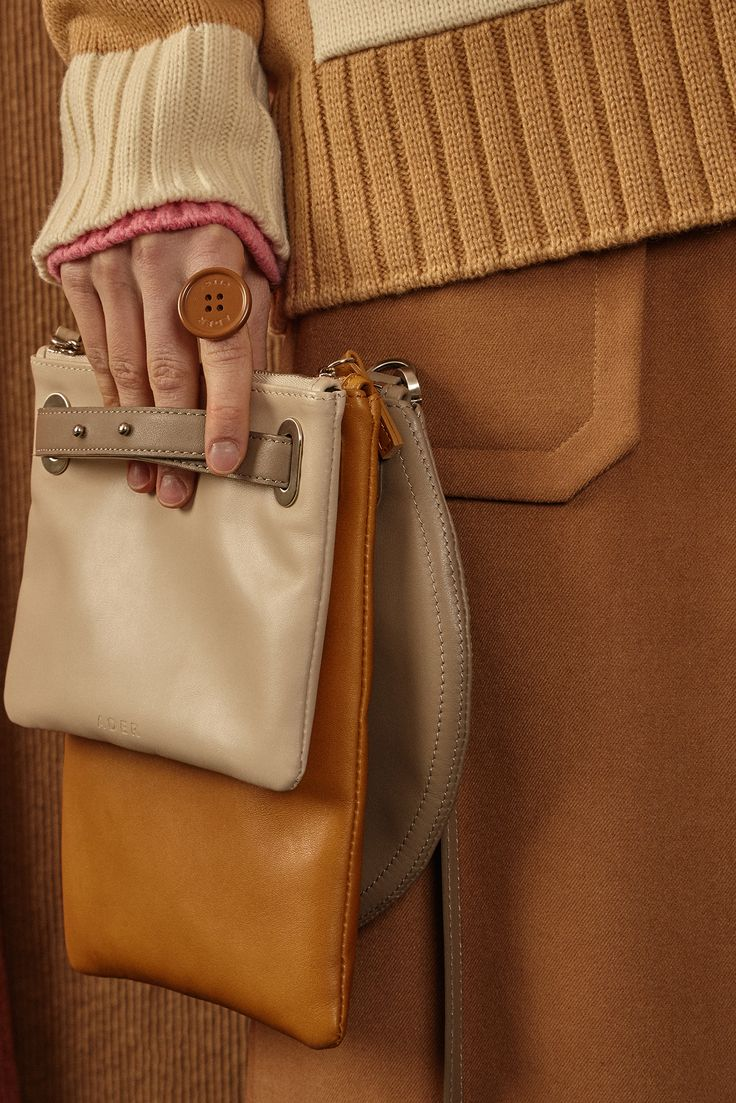 [unisex]  Quad clutch leather bagBeige