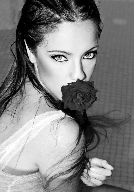 sensualit en noir et blanc visage noir blanc pinterest photos. Black Bedroom Furniture Sets. Home Design Ideas