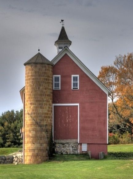 ✯ This barn looks like a cross of a barn and a school.