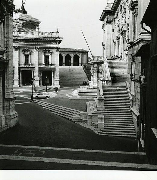 Santa Maria in Aracoeli (Rome)- Loggia of Pope Paul III.Roma,1975 / Paolo Monti.