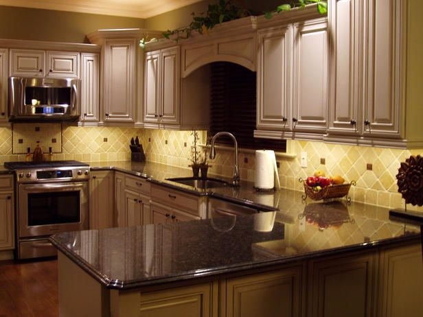 Bronze Sparkle    Install under-cabinet lighting to show off your backsplash. This Durango stone backsplash is accented with bronze tiles for a little sparkle