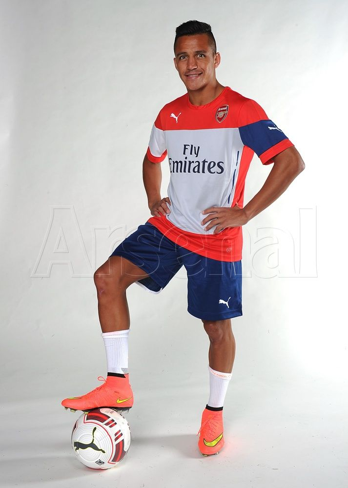 Pictures: Sanchez in Arsenal colours | News Archive | News | Arsenal.com