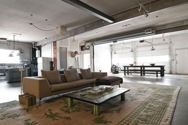 Oude garage omgebouwd tot industriële woning Roomed | roomed.nl