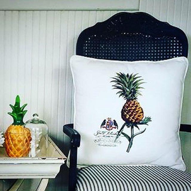 The BERMUDA PINEAPPLE 🍍🍍🍍 Mix & Match an eclectic collection of decorative pillows 💥📸💥 regram @pineapplevilla 🙏🏼🍍🙏🏼 #shoponline #shipworldwide 📦📦📦 #stuartmemberyhome