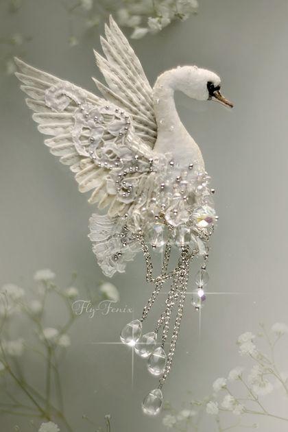 """Брошь """"Хрустальный Лебедь"""". Свадебная коллекция.. Handmade."""