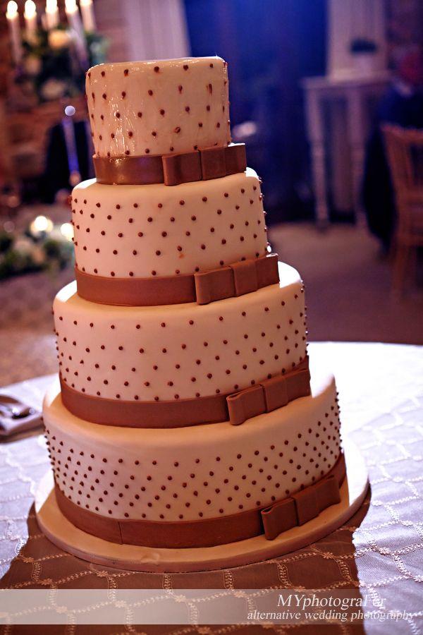 A very sweet wedding cake... www.myphotografer.com