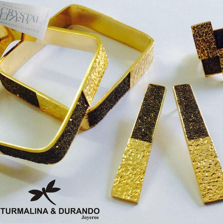 Pulseras, anillo y aretes Romano en bronce con baño de oro 24 k y cristales Swarovski
