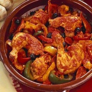 Κοτόπουλο κοκκινιστό με ελιές και πιπεριές