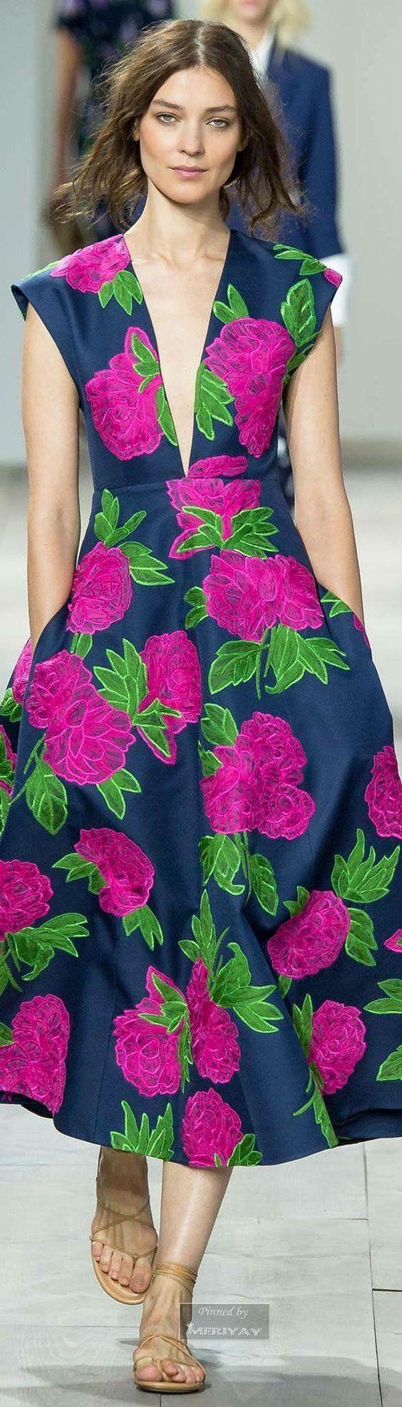 Vestido flores manga corrida escote profundo en V