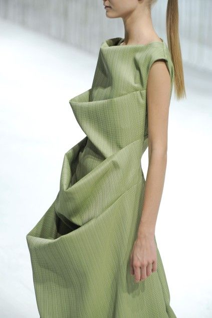 Sculptural Fashion - dress with 3D tiered folds & draping; wearable art // Issey Miyake
