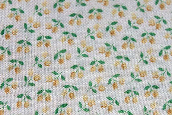 Cosecha pequeña letra pequeña amarillo rosa algodón por la yarda, flor de flores vestido de la muñeca, costura acolchar la tela BTY Yardage