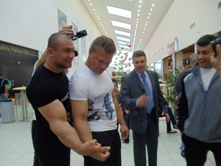 Arsen liliev | Arsen Liliev & John Brzenk – forearms comparison │ Source: Allison ...