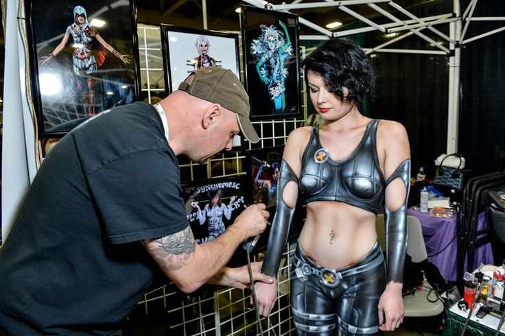 Body painting at 2014 salt lake comic con s fanxperience for Comic con body paint