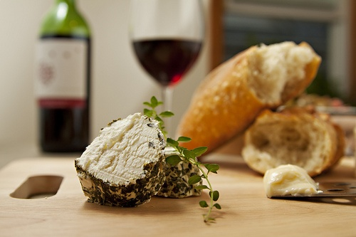 cheese and wine: Delicious Cheese, Cheese Bread, Boards Cheese, Cheese Parties, Wine Cheese, Cheese Party, Fine Wine, Goat Cheese