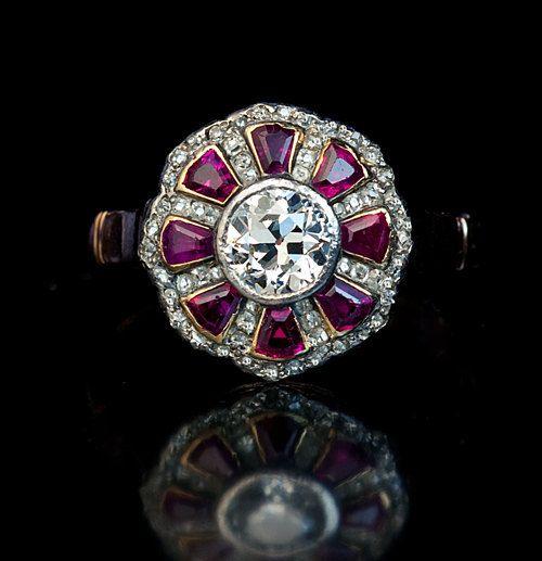 Antiguo Calibre corte rubí y antigua europea corte diamante anillo de compromiso del Cluster